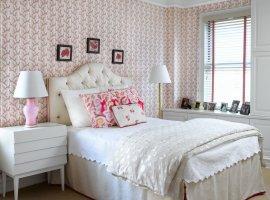 Паперові шпалери в інтер'єрі спальні