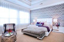 шпалери в інтер'єрі спальні